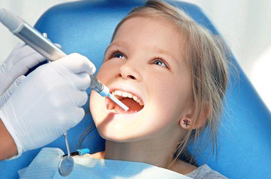عرض تنظيف أسنان الأطفال مع فلورايد