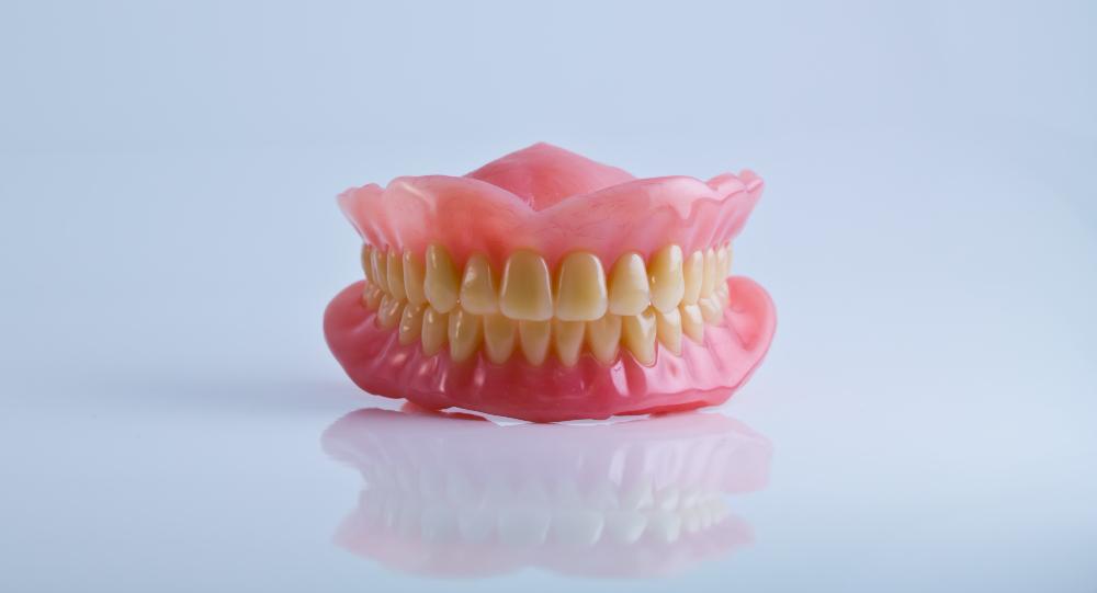 طقم أسنان كامل (علوي وسفلي)